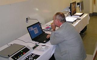 Herr Lohr beim einrichten der Technik www.hedo.de